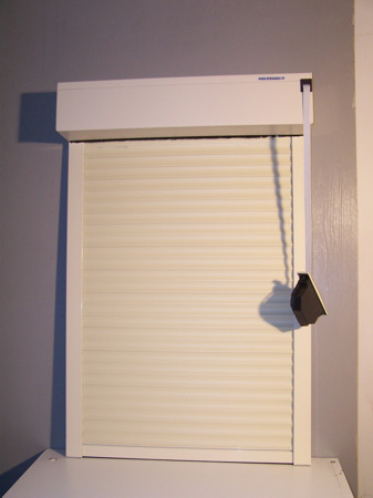 Colocar persiana enrollable exterior cheap persianas - Cortinas de madera enrollables ...